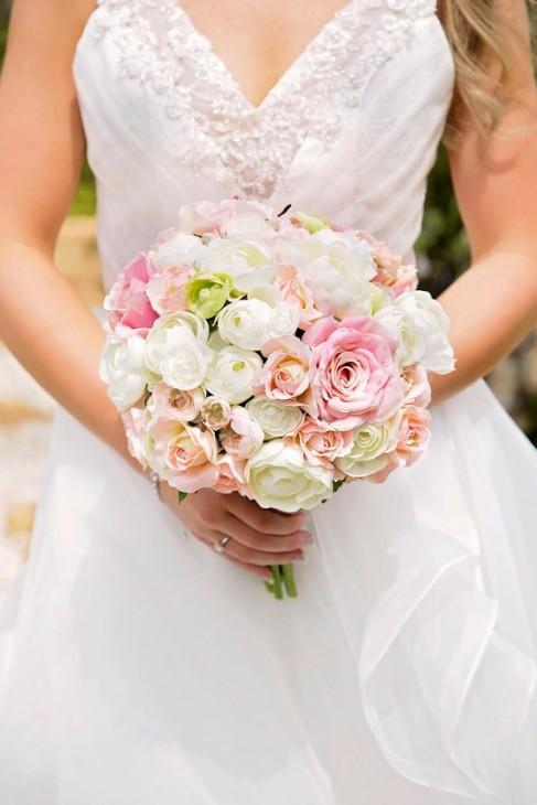 Buquê redondo de rosas claras