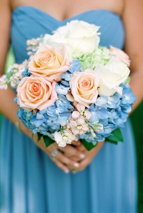 Buquê com flores coloridas
