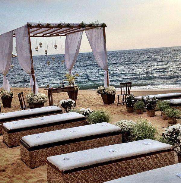 bancos para casamento na praia