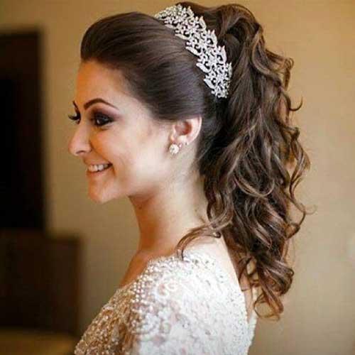 Penteado com arco e tiara
