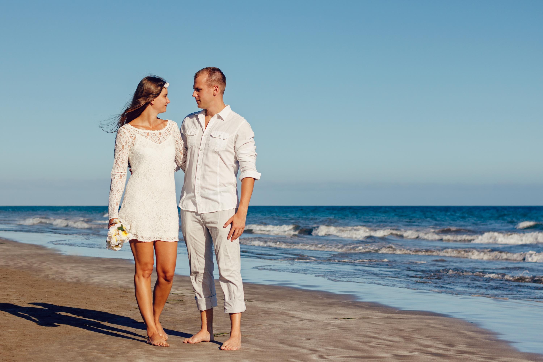 roupa do noivo para casamento na praia