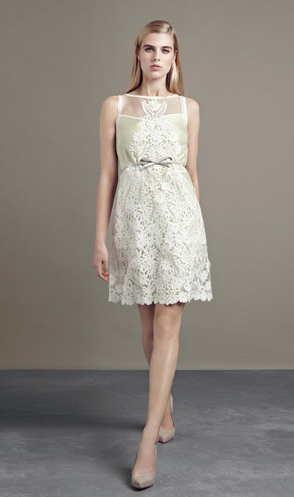 Vestido de noiva de renda e curto