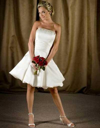 Vestido simples e curto tomara que caia