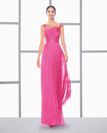 Vestido rosa e longo de madrinhas