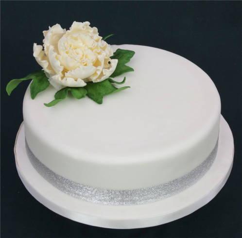 Enfeite seu bolo com flores deixa muito charmoso