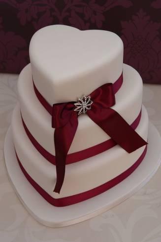 O bolo no formato de coração pode ter vários andares
