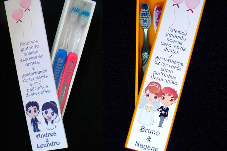 Convite criativo feito com escovas de dente