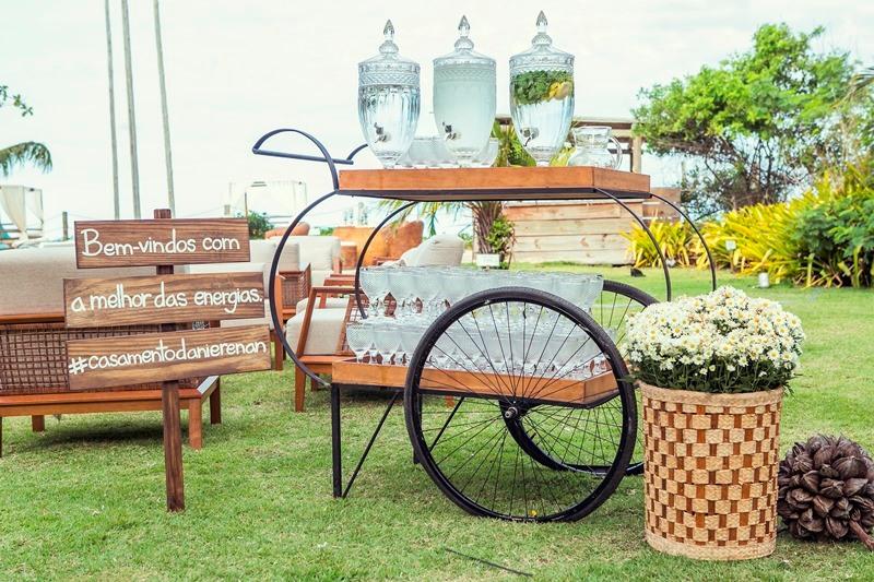 Plaquinha de madeira para entrada do casamento