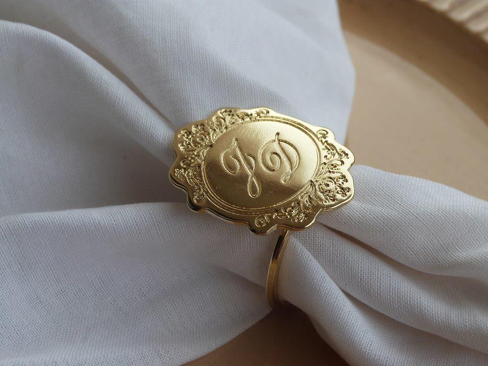 As inicias dos noivos é um adicional simples e perfeito