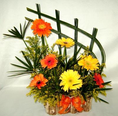 Arranjo bem detalhista para deixar sua decoração mais linda com essas flores