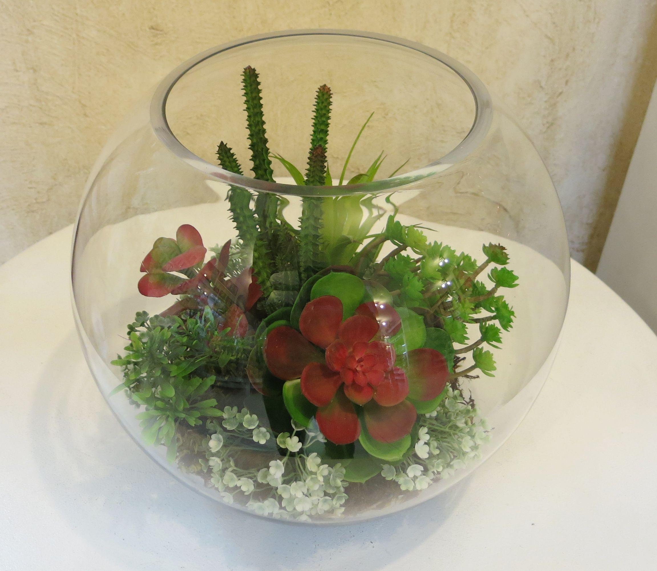 Arranjo simples e criativo de flores artificiais