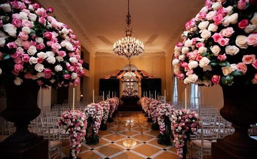 As flores rosa e branco são perfeitas para decoração