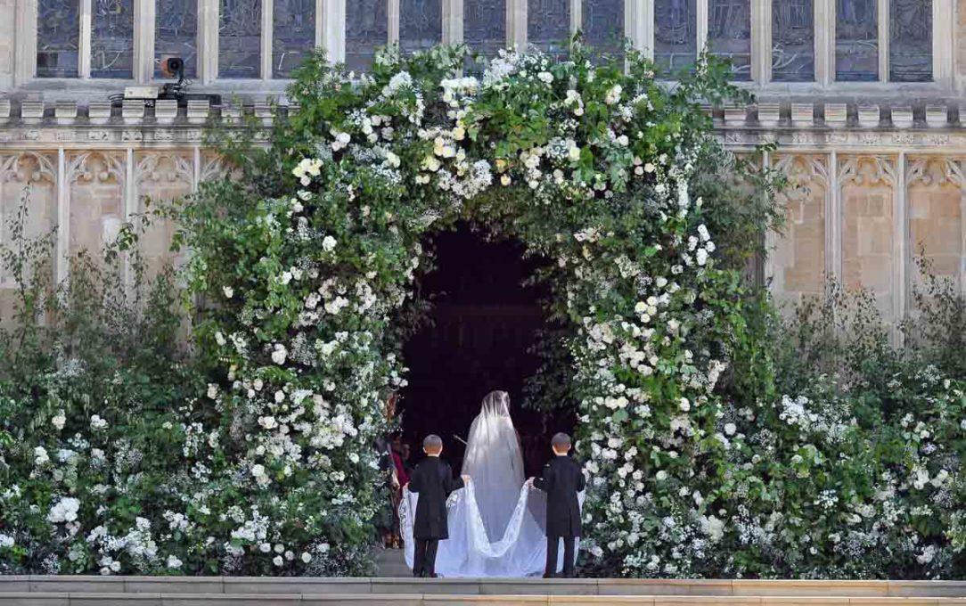 Flores na entrada deixa o local ainda mais bonito e charmoso