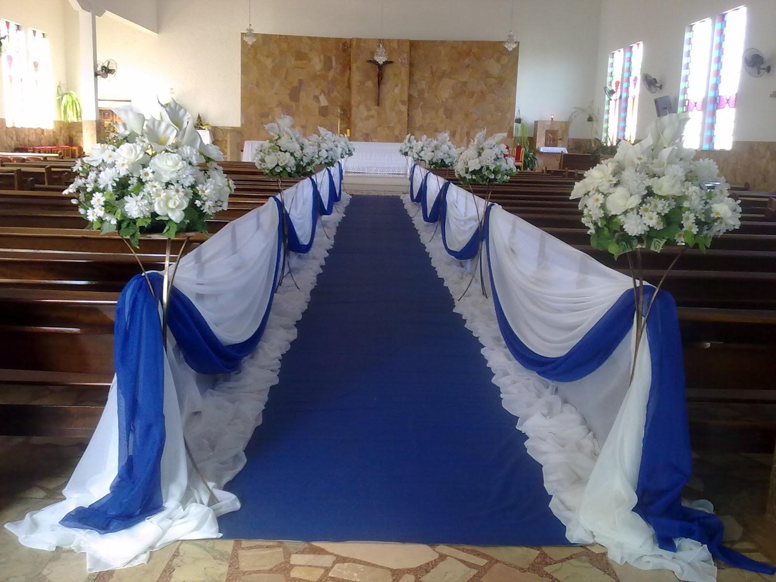 O tapete azul e com os detalhes em branco fica bem bonitos