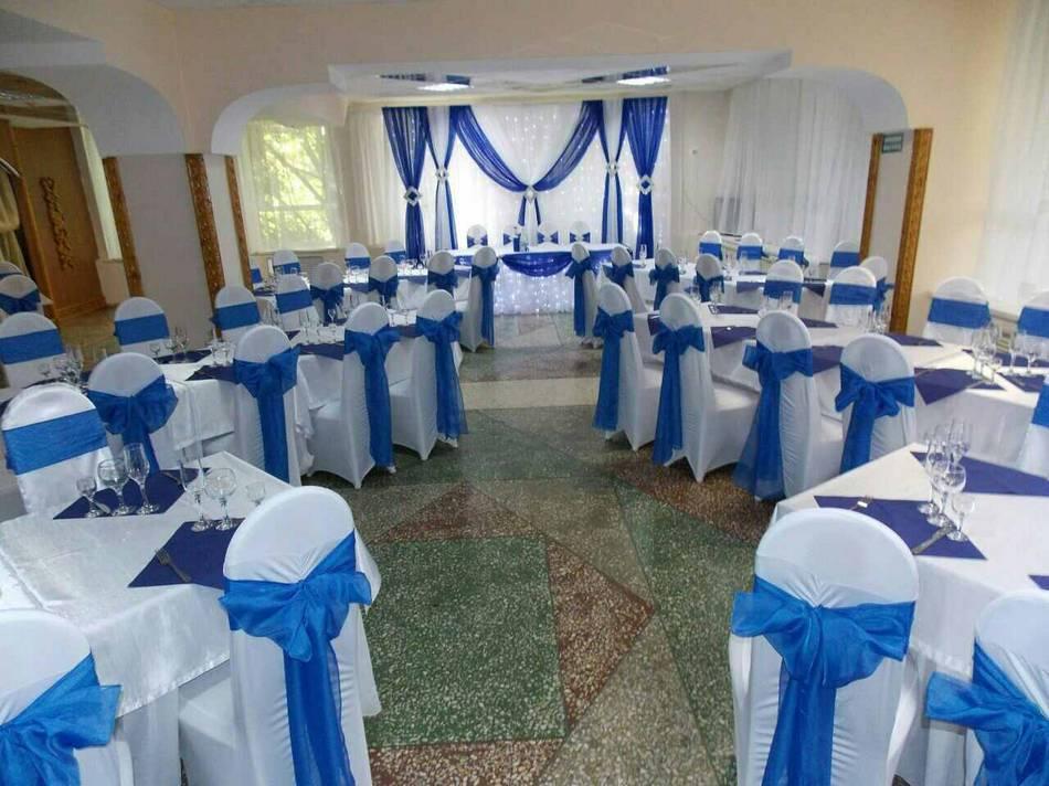 Combinação de azul e branco para as mesas