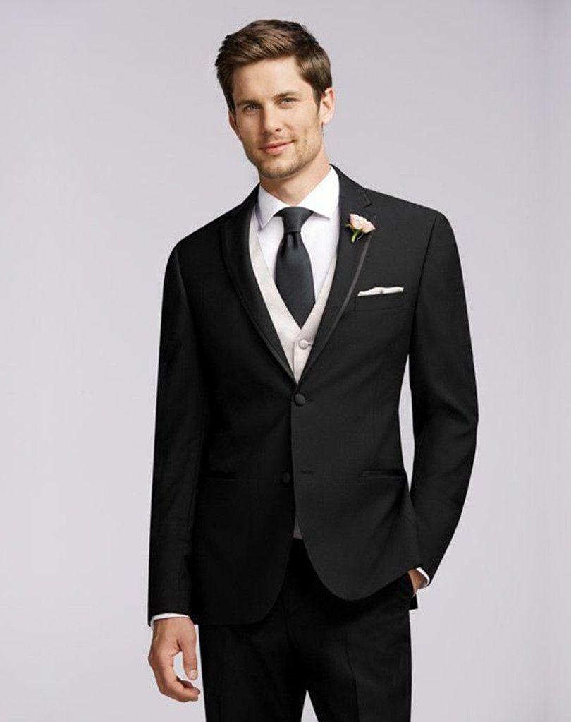 O terno preto são os mais clássico para noivo